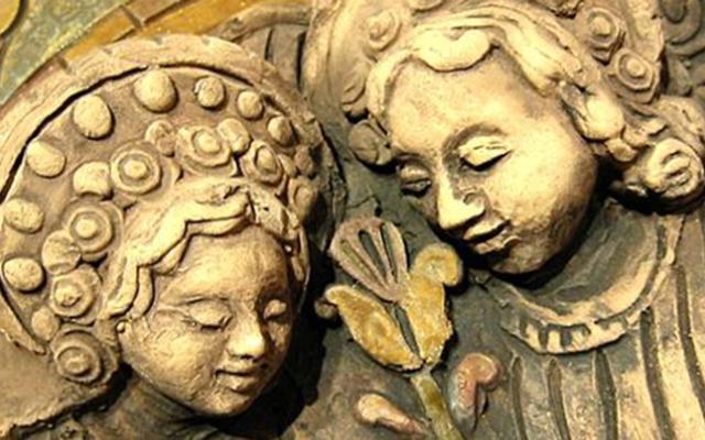 Petrás Mária kerámia domborműveinek kiállítása