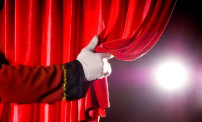 Október 29-én elkezdődött az új színházi évad az Aranyszöm Rendezvényházban