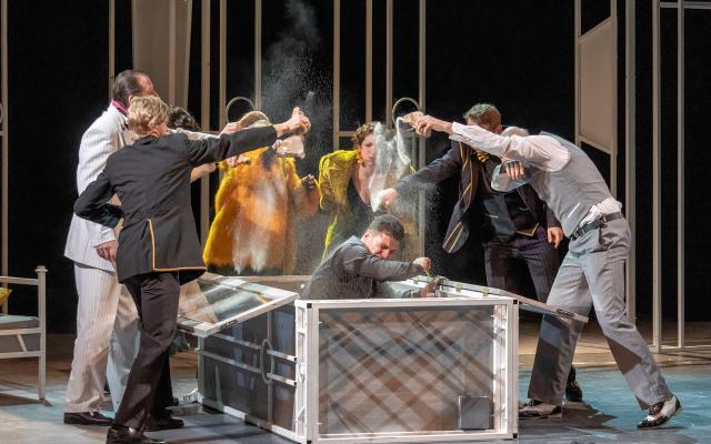 Heltai Jenő: Naftalin című vígjátéka a Nagyváradi Szigligeti Színház előadásában 2019. június 28-án